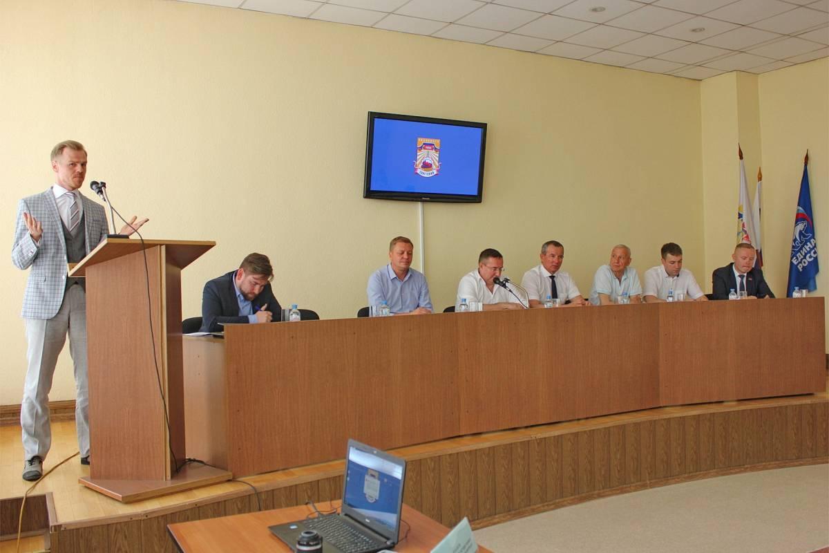 Участник предварительного голосования Антон Рыжий представил свою программу  и ответил на вопросы партийцев
