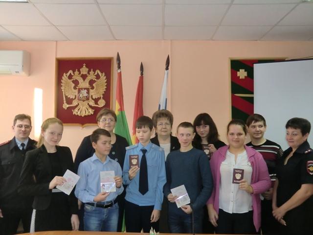 ВДень КонституцииРФ вПоловинском районе вручили паспорта юным гражданам