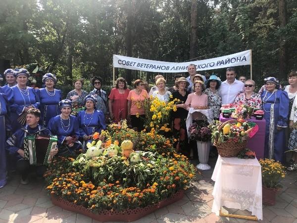 Ленинский район принял участие в XVIII городской выставке цветов и плодов