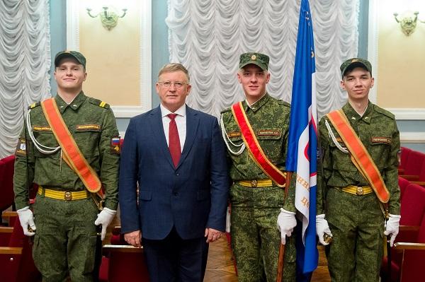 Партийцы Центрального района поздравили Военный учебный центр с 75-летием