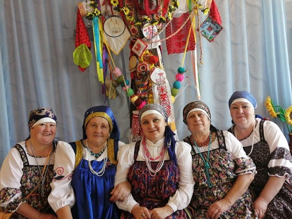 Партийцы Чесменского района наградили юных участников КВН