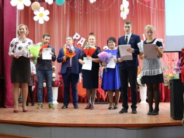 28 октября во второй городской школе торжественно наградили стипендиатов и их наставников