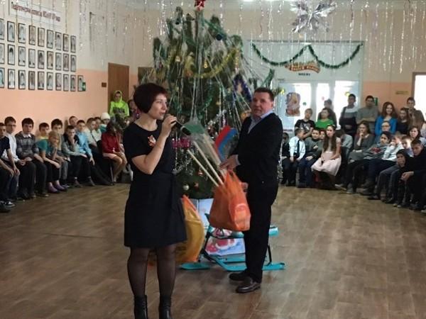Копейские единороссы организовали рождественские акции для воспитанников подшефных учреждений